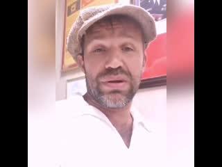За таким интересным актером - тимуром ефременковым - была замужем наша юля. сегодня ночью его арестовали в аэропорту краснодара