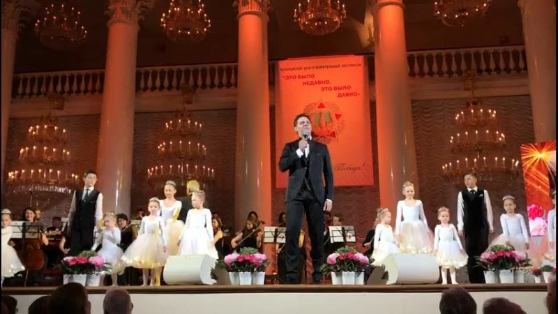 Выступление учащихся Гимназии Петра Великого в Колонном зале, Москва