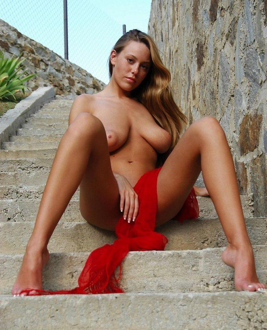 Free pics of naked mature women