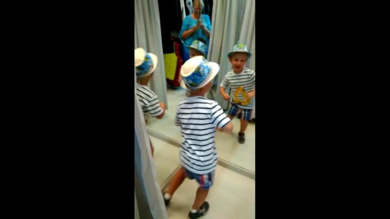 Чем себя развлечь 4хлетнему мальчику, когда мама на шоппинге)