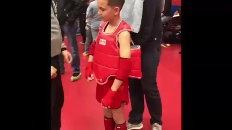 КОРОЛЕВСКИЕ ЛЬВЫ муай тай Первый бой чемпиона с красной глинки