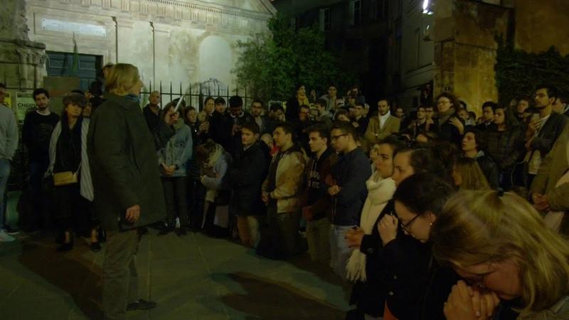 Toute la nuit croyants et non croyants se sont réunis près de Notre Dame