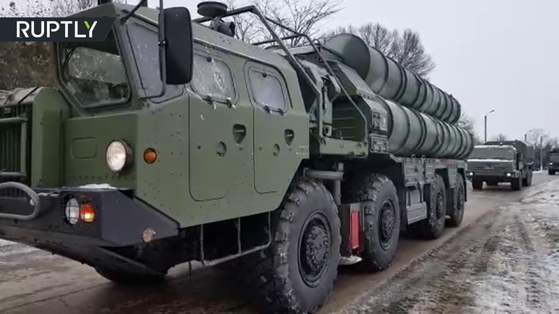 Четвёртый дивизион зенитных ракетных систем С-400 заступил на боевое дежурство вблизи границы с Украиной.