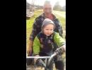 дедуля прокатил внучка