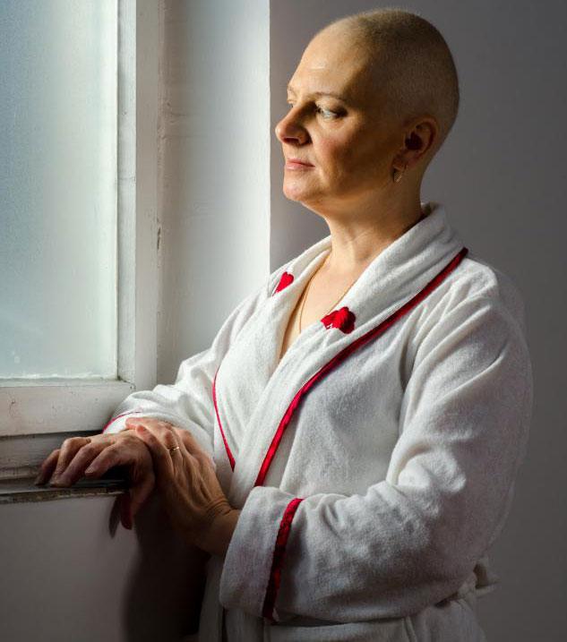 Использование гормональной терапии в течение более пяти лет повышает риск развития у женщины рака молочной железы.