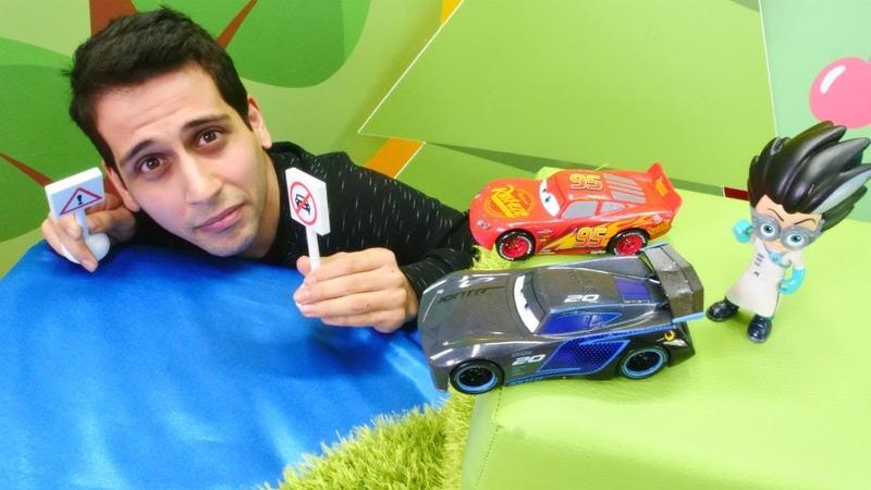 Araba yarışı! Şimşek McQueen ve Jackson Storm oyuncakları!