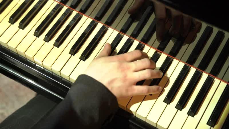 Видео клавиш во время киртана, трахает в узенькую