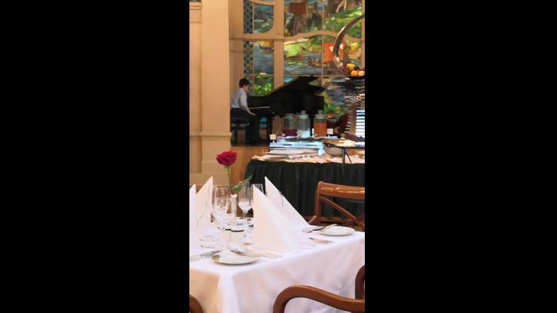 Играем для себя на десерт в Гранд отеле Европа
