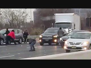 Инкассаторская машина потеряла ценный груз в США