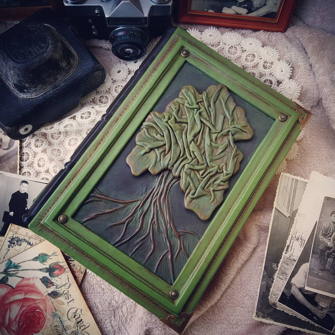 Родословная книга с деревом на обложке. Видео- обзор.