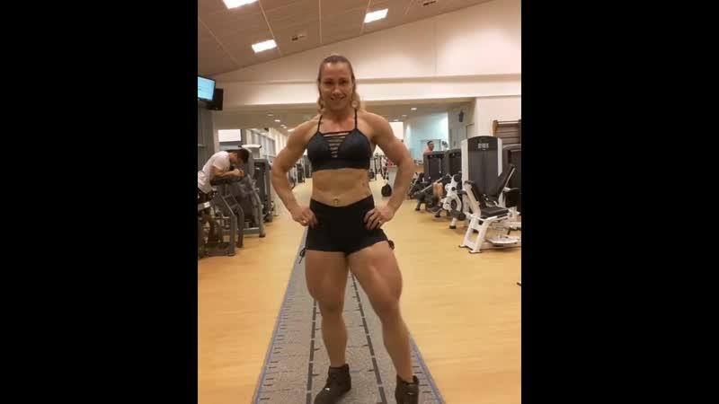 Carla Inhaia - Super strong female muscle legs (1)
