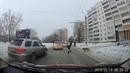 Инспектор ДПС остановил движение и перевёл через дорогу хромого пса