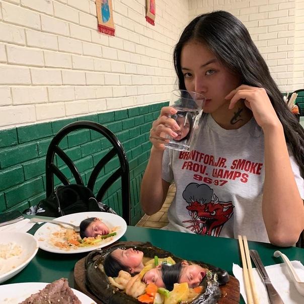 MLMA милая азиатка, которая заплетет вам мозги MLMA или Melovemealot псевдоним юной художницы из Сеула, которая ведет один из самых оригинальных, креативных и при этом дурацких аккаунтов в