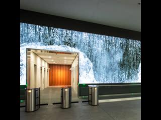 В США входы в офисный центр превратили в «водопады»