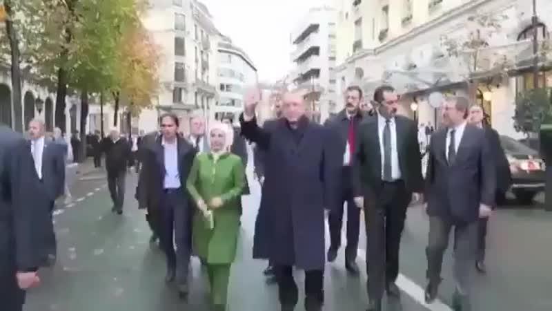 Erdogan sur les Champs Elysées. A rendre Macron vert de jalousie !