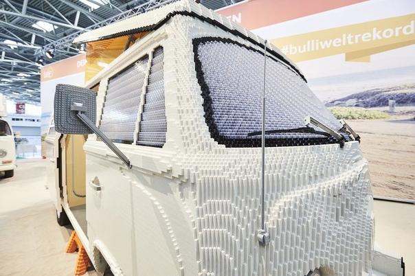 LEGO AUTO : Из конструктора Lego собрали полноразмерную реплику фургона Volswagen T2. Масса модели составила 700 кг, а на постройку ушло шесть недель Для создания модели было использовано 400