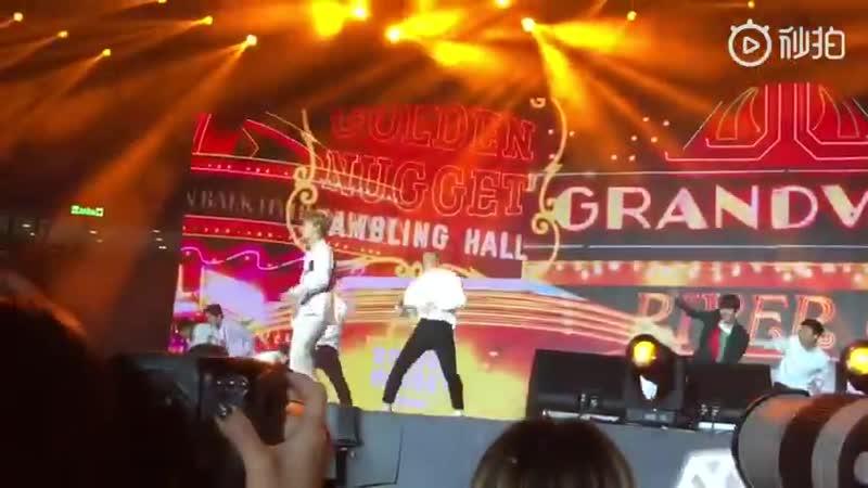 181124 Macau K-Concet, CBX. - - Hey Mama performansından gelen bir video. - - EXO EXO_TEMPO @weareoneEXo