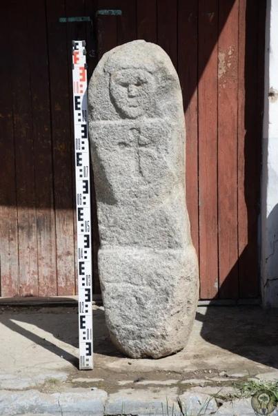 В Вологодской области обнаружили дохристианского каменного идола, возраст которого может превышать 2,5 тыс лет.Ученые уже отметили хорошую сохранность идола и талант каменотеса.Каменные