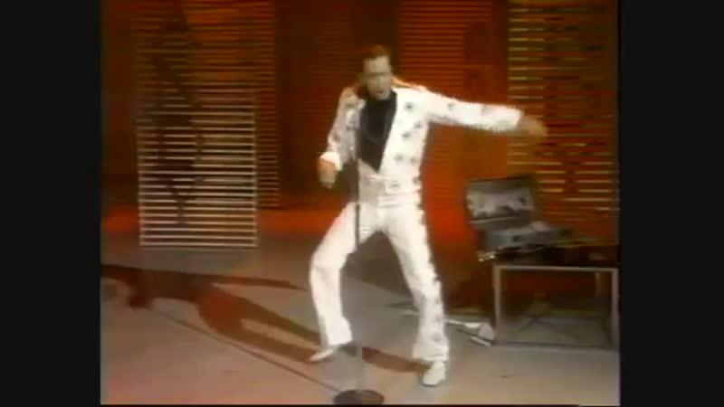 Andy Kaufman becomes Elvis