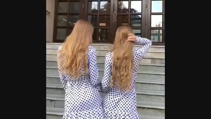 Две красотки