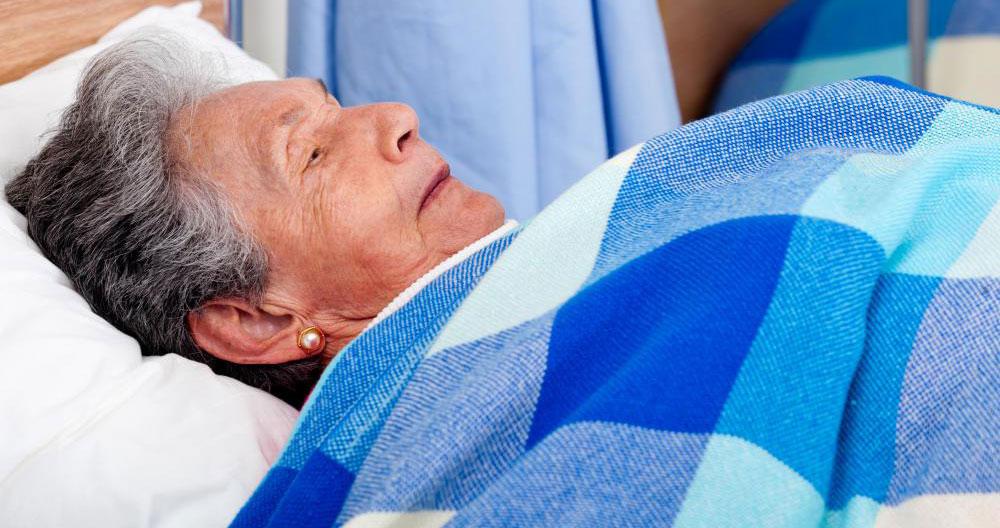 Пневмония может усугубить ранее существовавшие условия у пожилых людей.