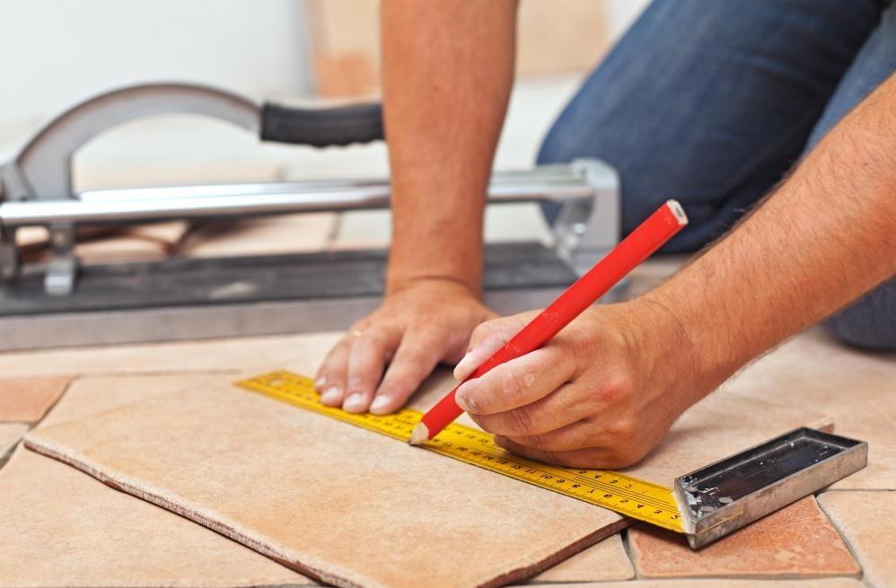 Плитка является популярным выбором для кухонных полов, но она также более восприимчива к растрескиванию, чем некоторые другие полы.
