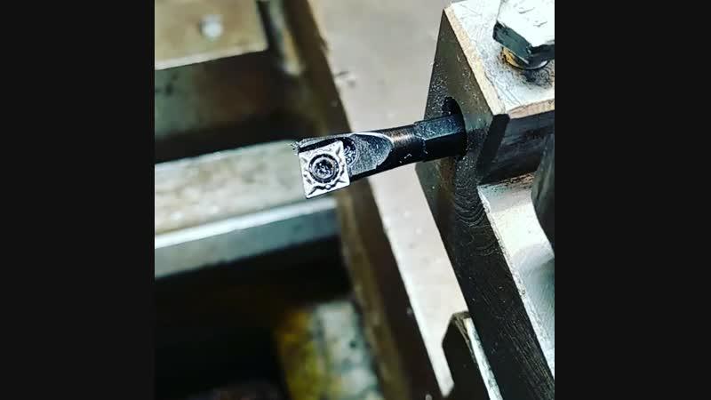 Расточка отверстия 10 мм резцом 6 мм с металлокерамической пластинкой.
