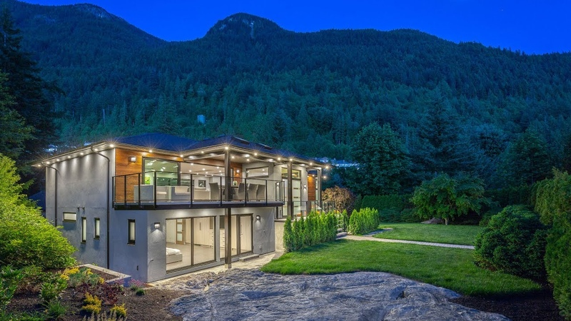 Contemporary West Coast Luxury Living