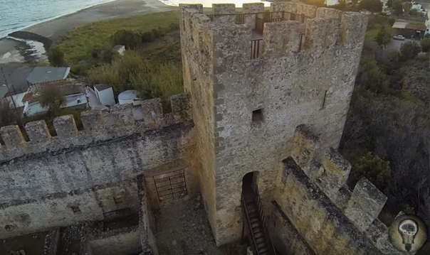Необъяснимое явление, которое учёные пока не разгадали  призраки замка Франгокастелло
