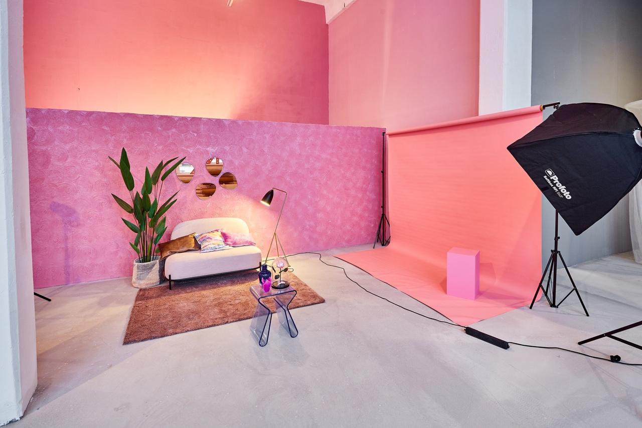 символика, несущая фотостудия санкт петербург нежно розовый фон используются повсеместно, но