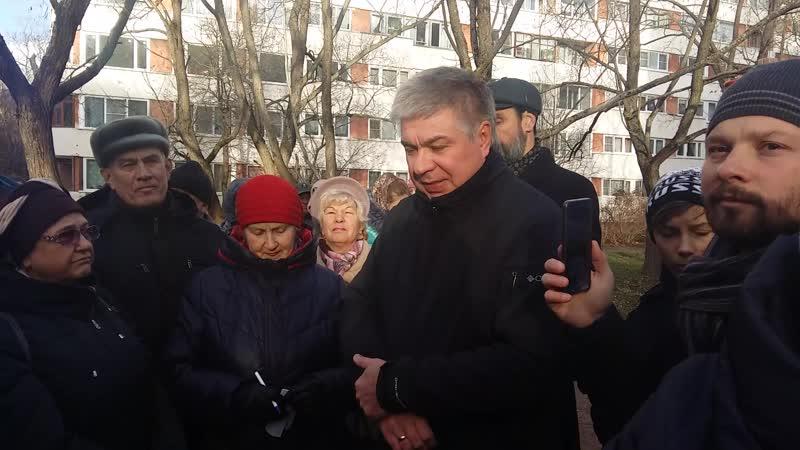 Встреча зам. управляющего фондом капитального ремонта Ленобласти с жителями Машиностроителей 2-6