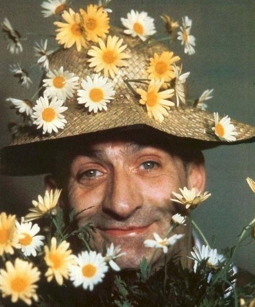 Луи де Фюнес - 164 сантиметра смеха  сегодня его день рождения  У вас есть любимый фильм с ним