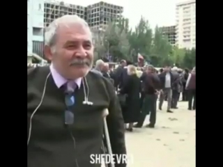 Старый азербайджанец плачет,говорит хочу воевать,хочу вернуть Карабах. Азербайджан Azerbaijan Azerbaycan БАКУ BAKU BAKI Карабах