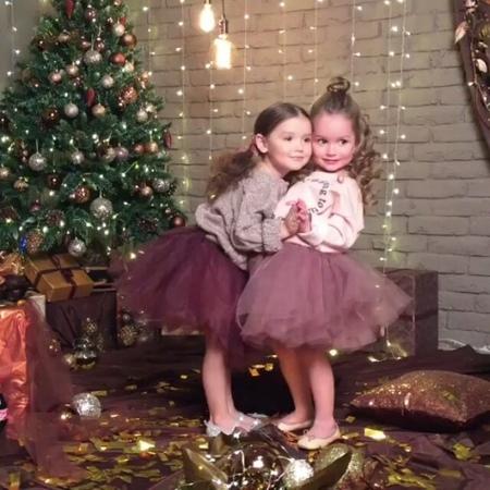 """Вера Тарасова on Instagram: """"А у нас в студии новогоднее настроение и проект от @anna_malkova_photo маленькие модельки @tarasovavera2012 и @talisma..."""