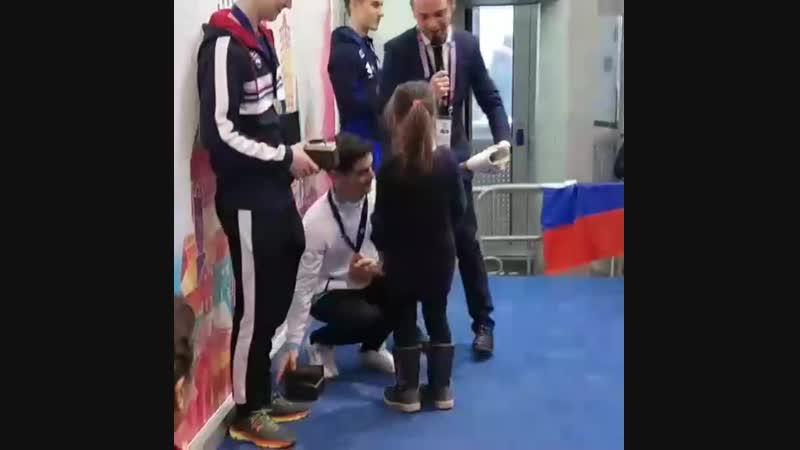 7 кратный Чемпион Европы Хавьер Фернандес подписывает Поле коньки