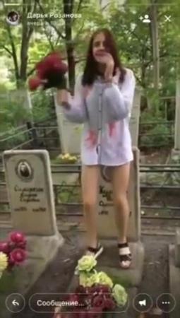 Школьница станцевала на могиле в Хабаровске · coub коуб