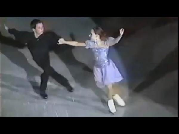 Tessa Virtue and Scott Moir skate to S Club 7 (2000)