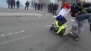 Gilets Jaunes à Nantes Un CRS utilise une grenade de désencerclement de façon injustifiée