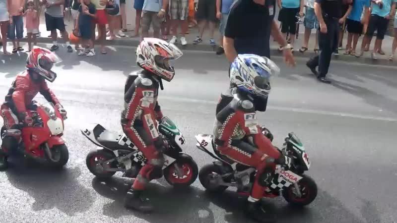 Niños pilotos expertos minimotos acrobacias y caid 1080P HD mp4