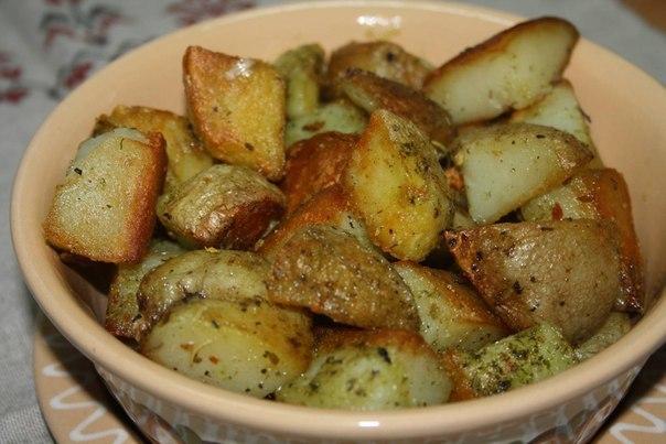 Картошка, запечённая в чесночном масле.