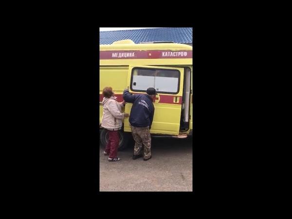 «Таня, иди – поможем!» На Камчатке у машины медицины катастроф отвалилась дверь