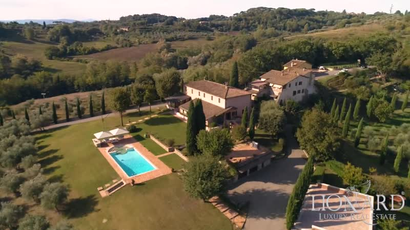 Villa with swimming pool in Sienas countryside, Tuscany, Italy