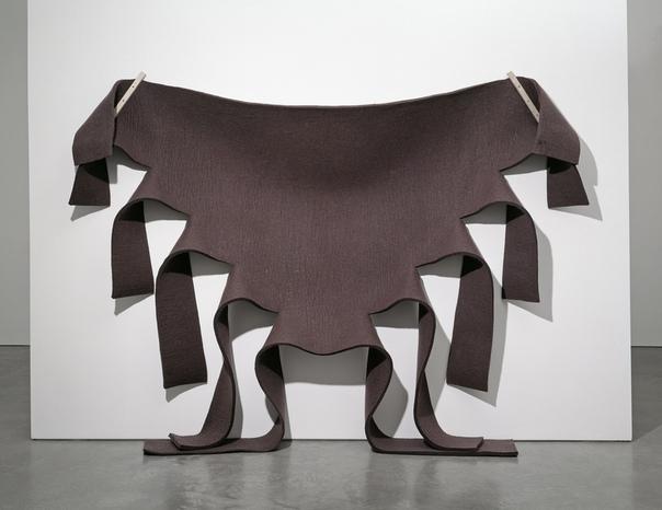 Роберт Моррис (англ. Robert Morris, 9 февраля 1931 - 2018 США) американский скульптор, концептуальный художник и писатель. Он считается одним из видных теоретиков минимализма наряду с Дональдом