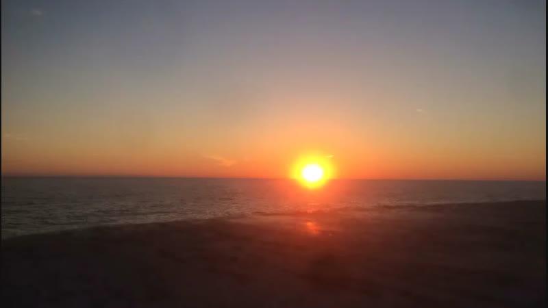 На небе только и разговоров что о море..и о закате
