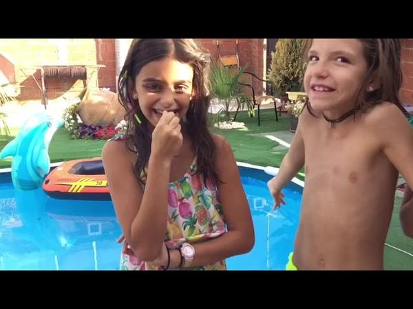 Retos en la piscina con nuestra amiga lucia 🤩🤩