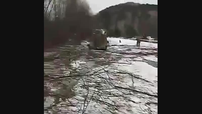 трудная переправа на рыбалку