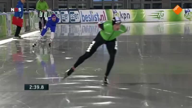 Свен Крамер выиграл 5000м и был дисквалифицирован за жест на финишной прямой. Амстердам 2014