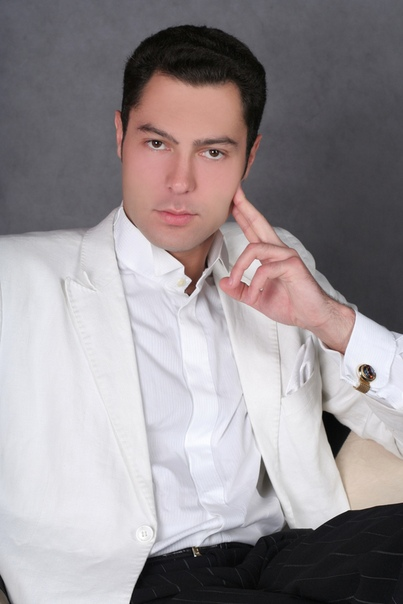 singer Евгений Кунгуров. Евгений Викторович Кунгу́ров (род. 18 июля 1983) - российский оперный и эстрадный певец (баритон). Биография. Родился в Свердловской области, в маленьком поселке