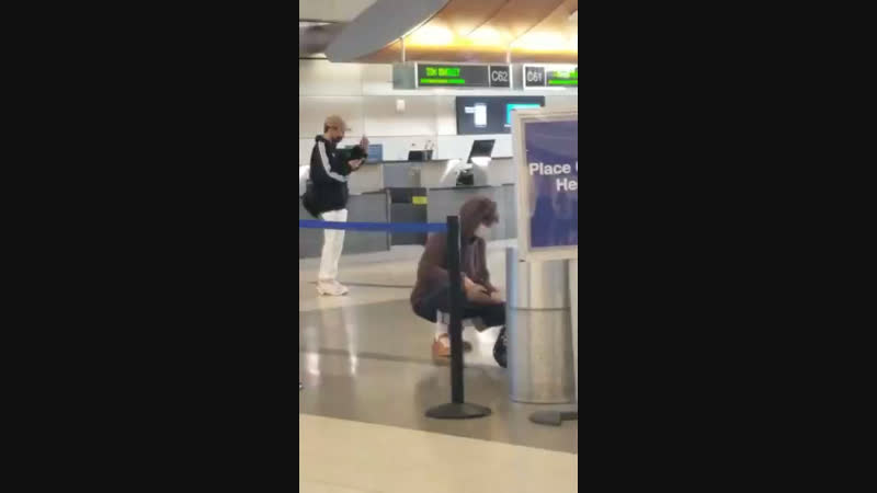 20190121 EXO Чонин танцует Ko ko bob в аэропорту