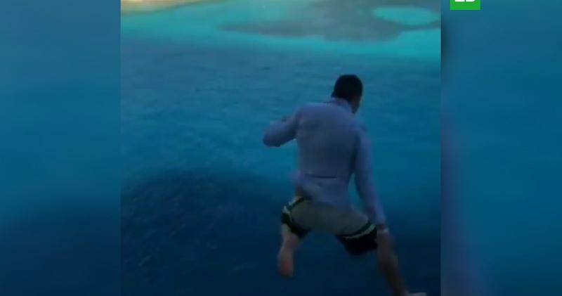 Американец попал в круизный черный список за прыжок в воду с 11-го этажа лайнера